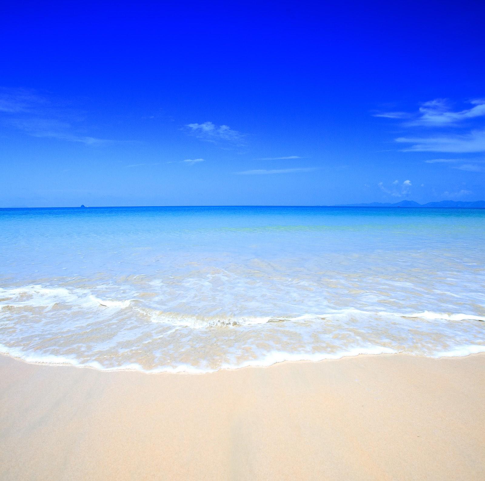 bigstock-Beautiful-beach-with-crystal-c-18061586